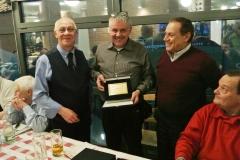 Premiazione con targa a Pino Massignan IK2HEW